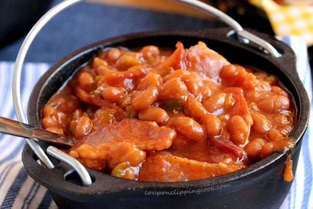 Baked beans and bacon in bowl