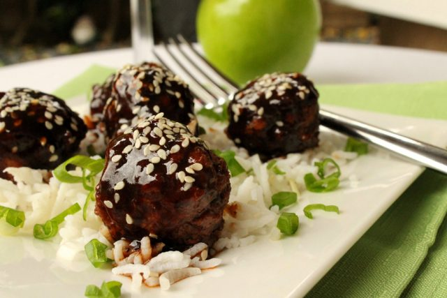 Meatballs with Apple on plate
