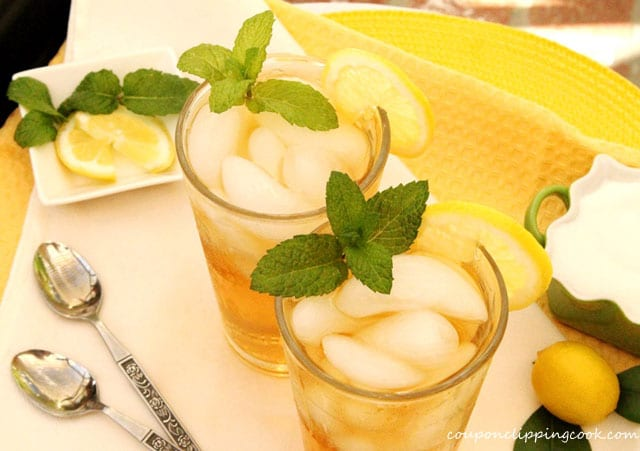 Lemon and mint iced tea in glasses
