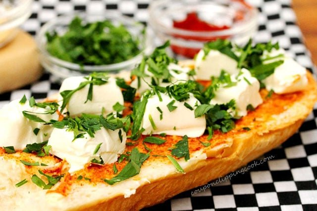 Garlic bread with cream cheese