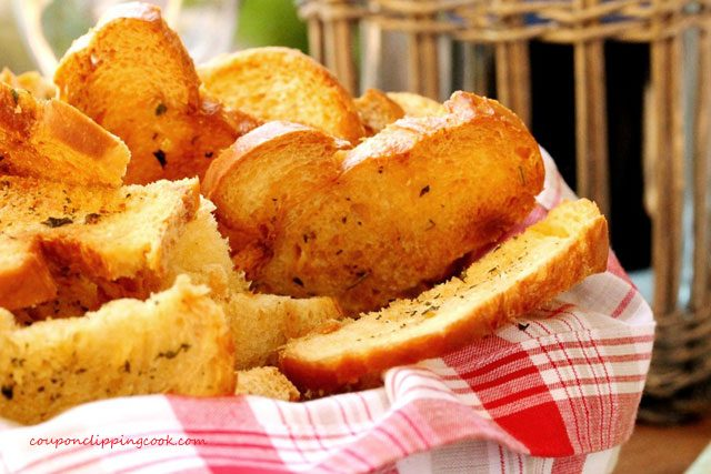 Crouton Toast in Basket