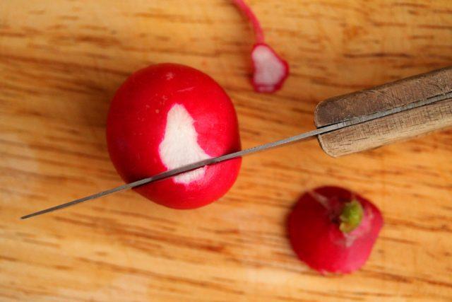 Cut radish on cutting board