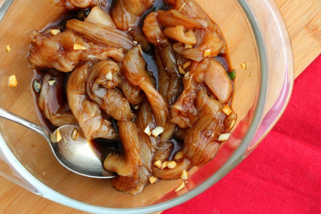 Marinate Chicken with Garlic in bowl