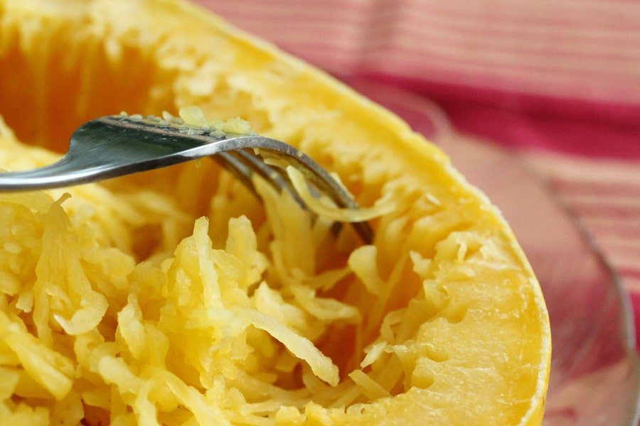 how to cut spaghetti squash after cooking