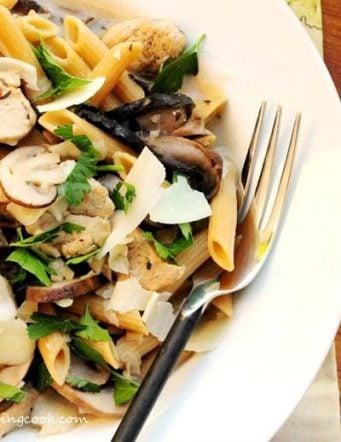 Chicken, Mushrooms and Pasta in Wine Sauce
