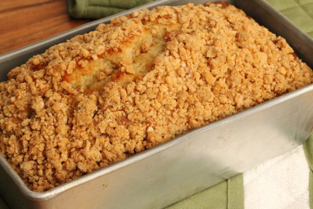 Banana Bread with Streusel in pan