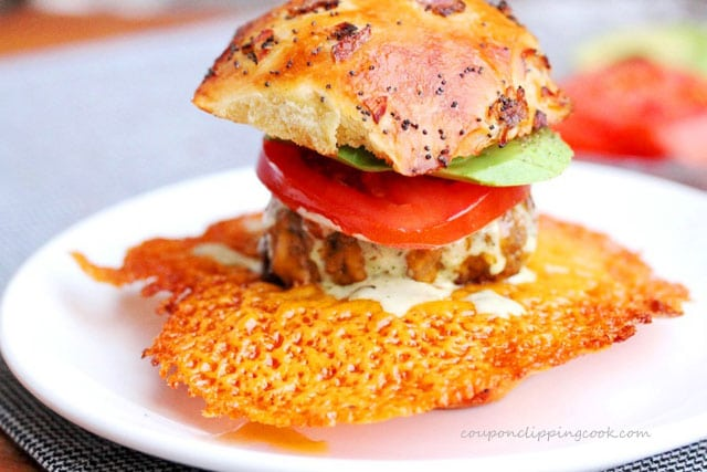 Slider burger with crispy cheese