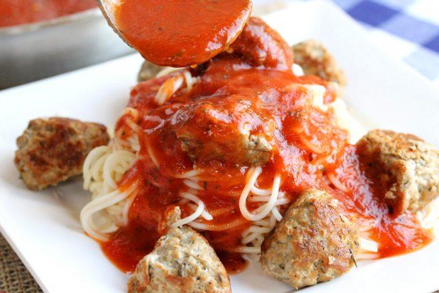 Add Marinara Sauce on Pasta
