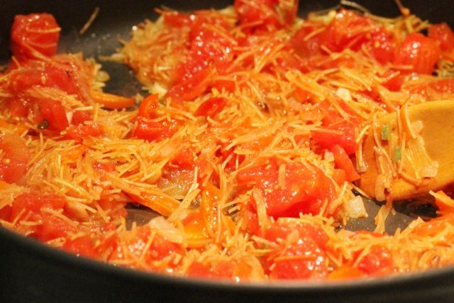 Tomatoes in Fideo Pasta in pan