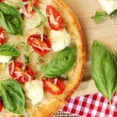 tomato ricotta naan pizza