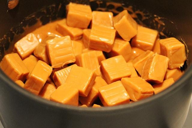 Caramels in Pot