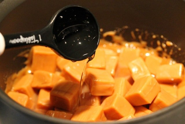 Water in Caramels in Pan