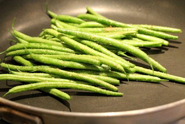10-green-beans-in-pan