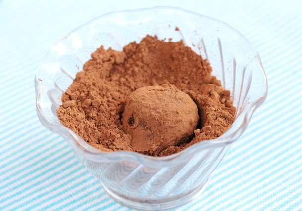 Truffle in cocoa powder in bowl