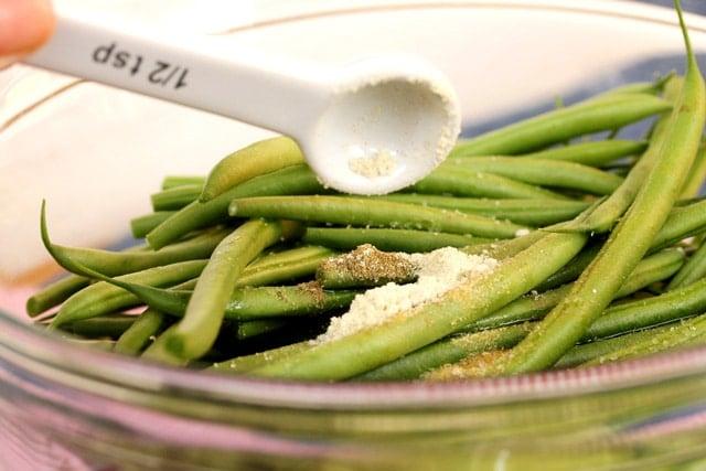 Add wasabi powder on green beans