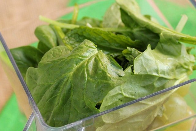 12-add-mint-and-spinach-leaves