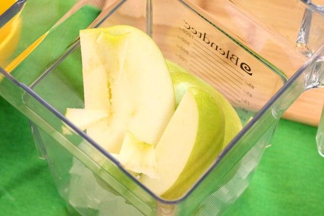 Add apples to blender jar