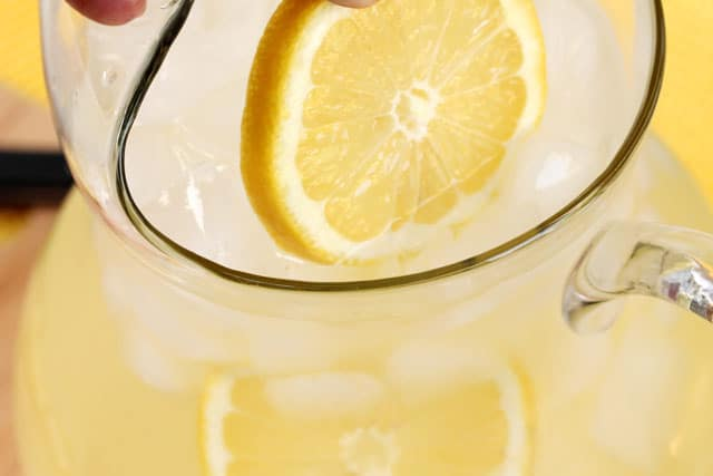 17-add-lemon-slices-to-pitcher