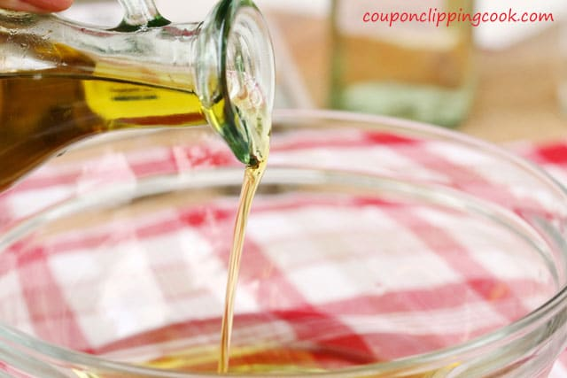 Pour olive oil in bowl