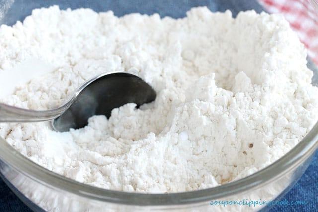 Stir dry ingredients in bowl