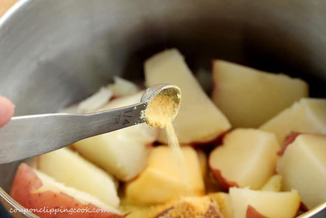 8-add-garlic-powder-to-potatoes