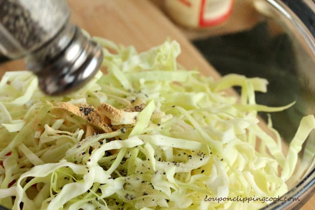 13-add-pepper-to-cabbage