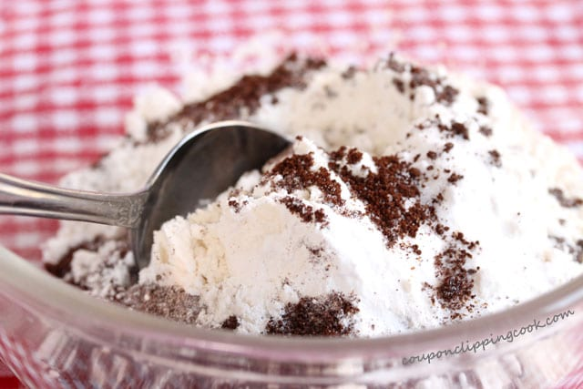 6-stir-flour-and-coffee-mixture