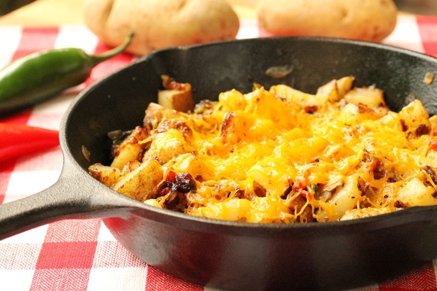 11-Cheesy-Jalapeno-Bacon-Skillet-Potatoes