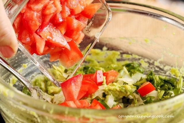17-add-tomato-in-avocado