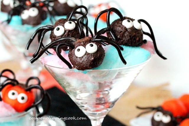 creepy crawler halloween a creepy crawler halloween halloween cupcakes ...