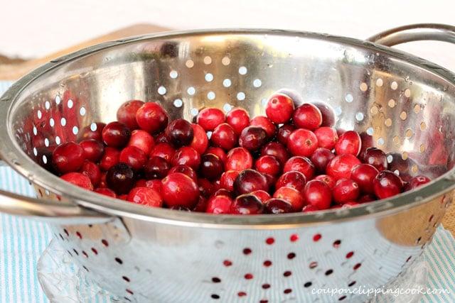 1-rinse-cranberries