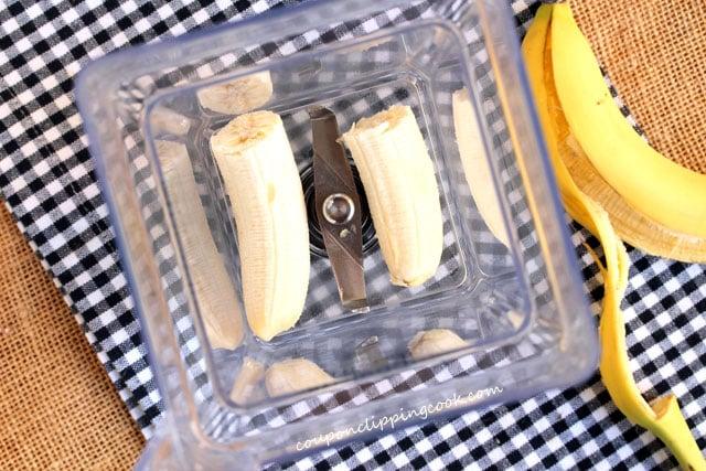 Peeled bananas in blender pitcher