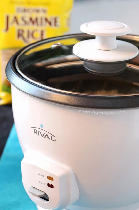 Rice cooker covered with lid