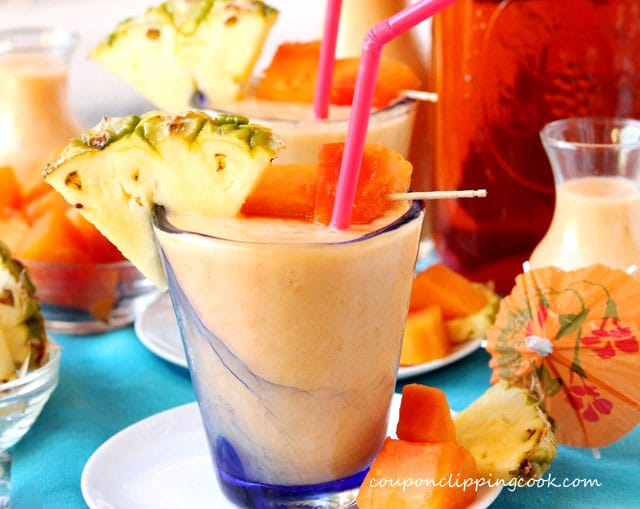 Mexican Papaya, Pineapple and Tea Smoothie in glass