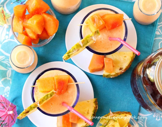 Mexican Papaya, Pineapple and Tea Smoothie in glasses
