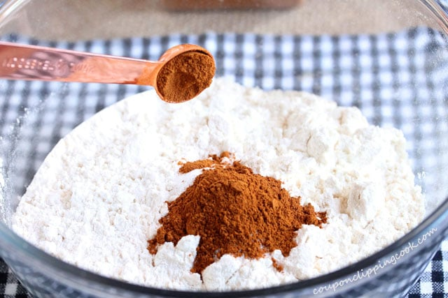 Add ground cinnamon in bowl with flour