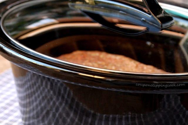 Lid on slow cooker pot
