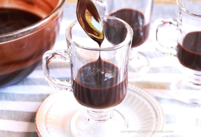 Add chocolate pudding to dessert glass