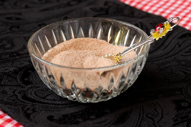 Stir cinnamon and sugar in bowl