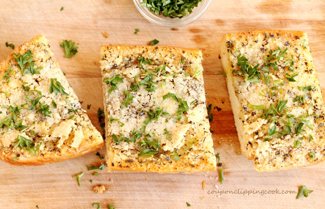 Parsley on garlic bread