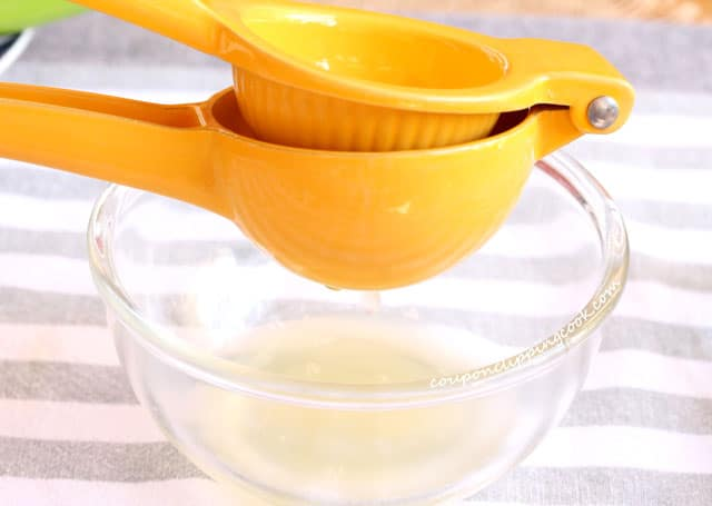 Squeeze lemon juice in bowl